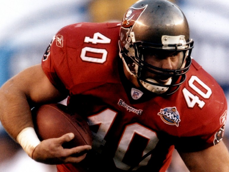 Mike Alstott provides tents to homeless shelter in Pinellas